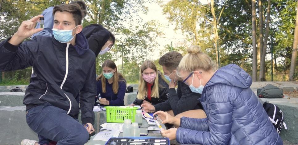"""Biologie-LK untersucht die Stever im """"Blauen Klassenzimmer"""""""