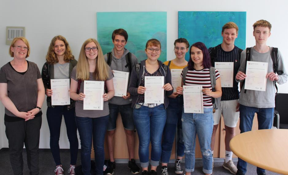 Cambridge-Prüfungen erfolgreich absolviert