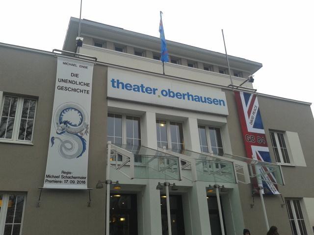 """Siebtklässler sehen """"Die unendliche Geschichte"""" im Theater"""