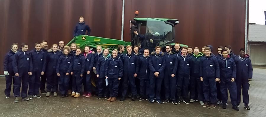 Erdkunde-Leistungskurse erkunden Bauernhof Bromenne in Lippramsdorf