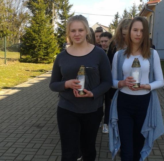 Polnische Partnerschule gedenkt der Absturzopfer