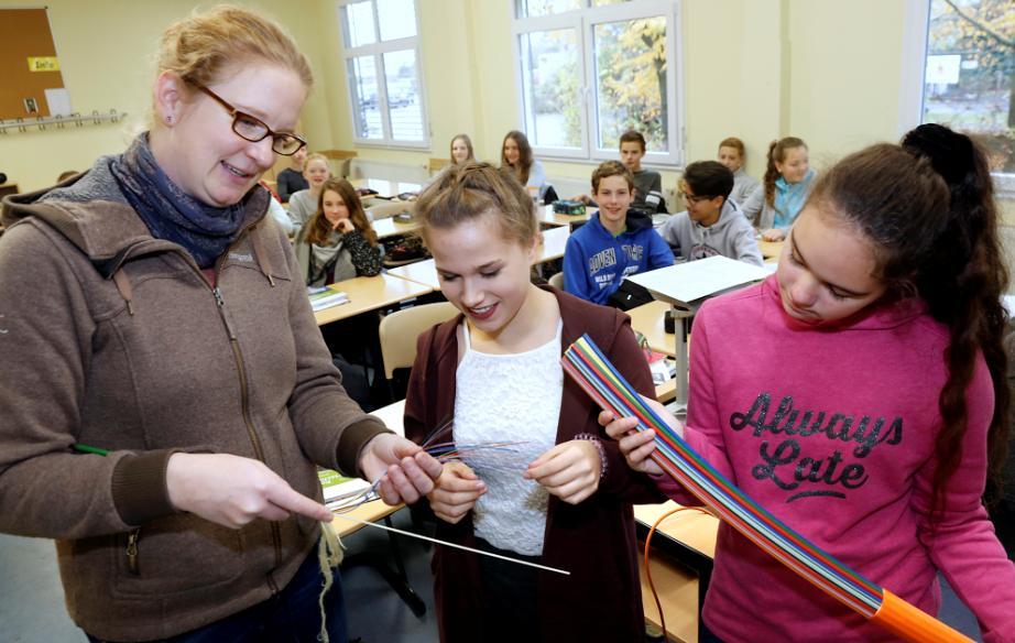 Stromsparende Alternative: Deutsche Umwelt-Aktion informiert Siebtklässler über Glasfaser