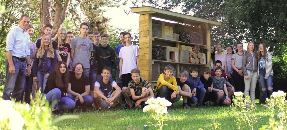 Neues Hotel an der Schule eröffnet – nur für Insekten