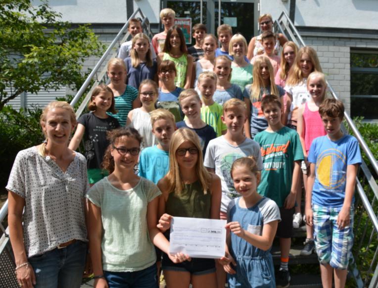 Schüler spenden 1358 Euro an Kinderhospizdienst
