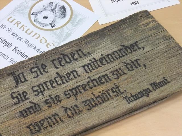 Kalligrafie trifft Design – ein Schriftkünstler zu Besuch im Kunstkurs