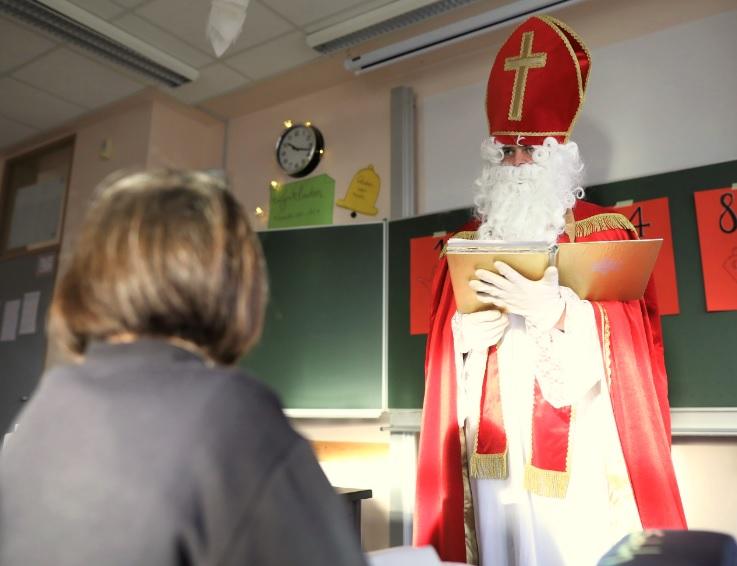 Der Nikolaus ist hier, schon klopft es an die Tür…