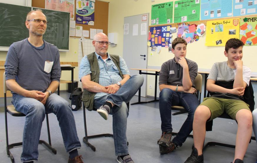 Sprechen über Alkoholsucht: Caritas und Suchtselbsthilfe besuchen Siebtklässler