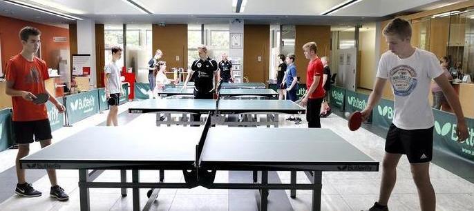 Schüler in Bewegung am Tag des Sports