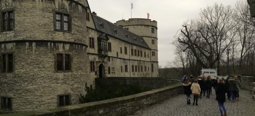 Neuntklässler besuchen die Erinnerungs- und Gedenkstätte Wewelsburg