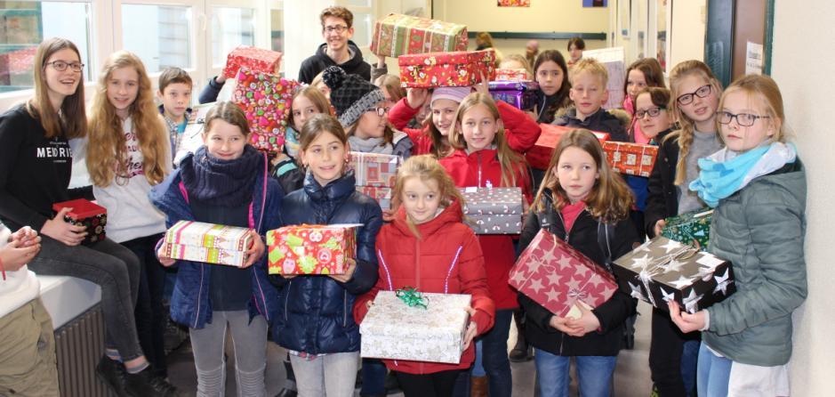"""Fünftklässler sagen """"Wesołych Świąt!"""" (""""Frohe Weihnachten!"""")"""
